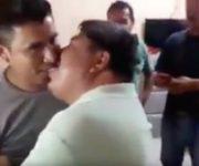 Intenta suicidarse taxista que besó a líder de la CTM, a cambio de favores